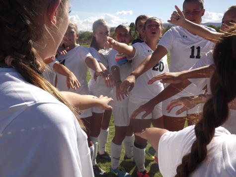 Women's varsity soccer tie Arbor View