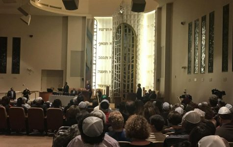 Community Gathers for Tree of Life Candlelight Vigil