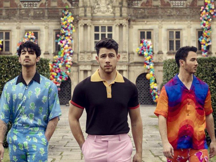 Jonas+Brothers%27+Sucker+review